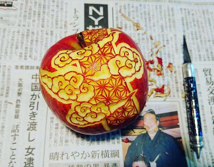 Art apple. Mukimono 剥き物. Fruit-vegetable carving. Japanese virtuoso Gaku