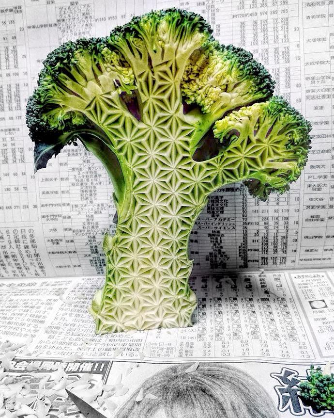 Patterned broccoli tree. Mukimono 剥き物. Fruit-vegetable carving. Japanese virtuoso Gaku
