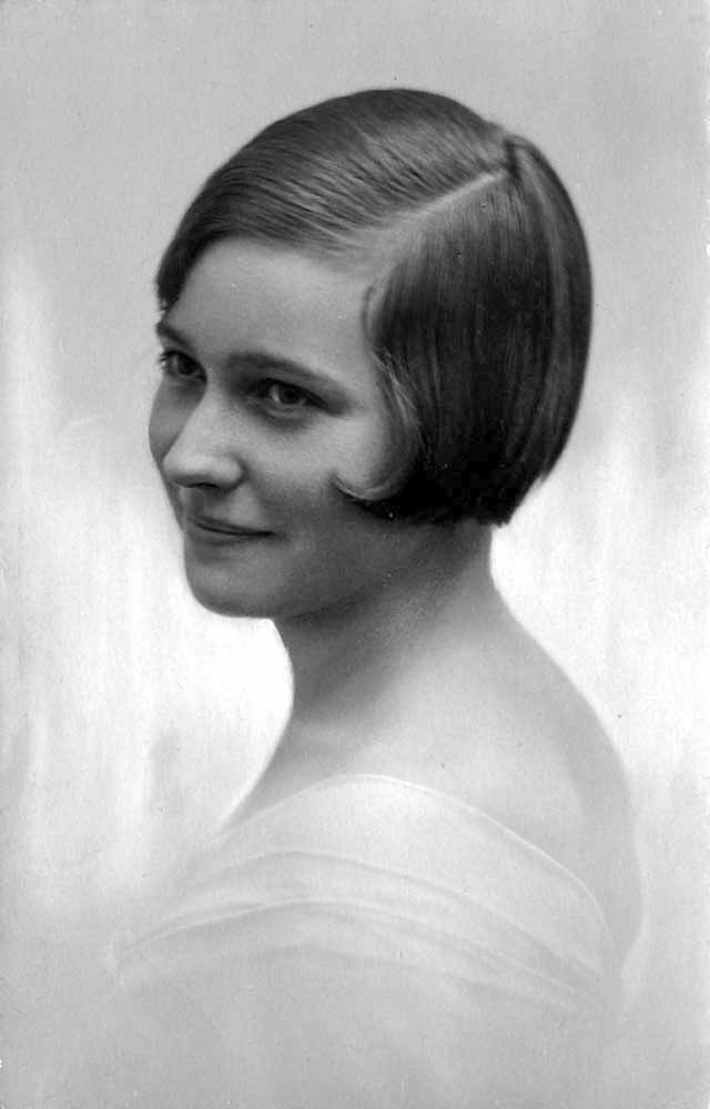 Retro fashion. Women Fashionable Hairstyles from the 1920s